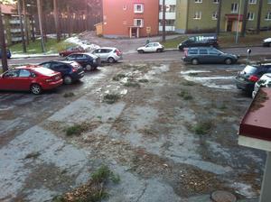 Så här ser det ut efter stormen utanför vår balkong på Kvarnberget.
