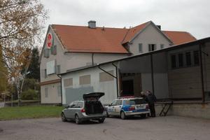 Under fredagen gjordes en teknisk undersökning av brandplatsen i Pricks bageri i Tierp. Det rör sig om mordbrand, en brandhund indikerade spår av brännbara vätskor.