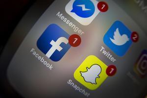 Mannen ska ha använt sig av bland annat Snapchat för att förmå barn att skicka bilder på sina könsorgan till honom.