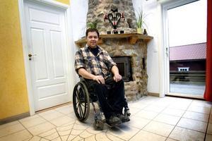 Positiv inställning. Anders Eriksson ser sitt handikapp som en utmaning att hitta lösningar på vardagsproblemen och nu får han ett stipendium från Lions som uppmuntran för att inspirera andra.