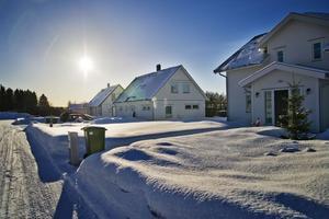 Fyra grannar på Kajutvägen på Alnö får nu ersättning av Sundsvalls kommun för de extra kostnader för oväntade markarbeten som uppstod när de köpte sina tomter.