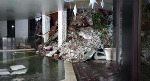 En bild tagen inomhus på Hotel Rigopiano.