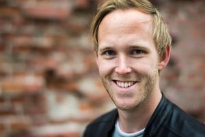 Jonas Öhrn uppträder med den egna enmansföreställningen