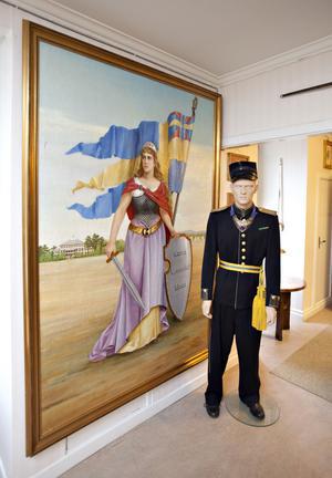 En bastant Moder Svea, enda fruntimret bland alla militärer.