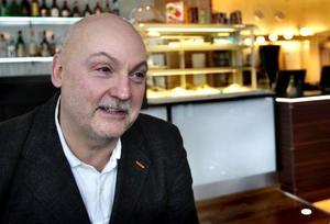 Bertil Köhler berättar att hotellet har behov av större utrymmen för frukostserveringen så man har kastat blickarna på de lokaler som Godisbiten haft.