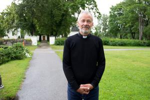 Kyrkoherde Larry Wickman är en av  församlingens anställda som Ockelboborna kan vända sig till med sin oro.