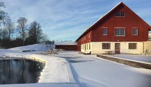 Stora Hjortstorps gård ligger ännu i vinterskrud – men förberedelserna för att boka artister till sommarens musikfestival  är redan i full gång. Bild: Privat.