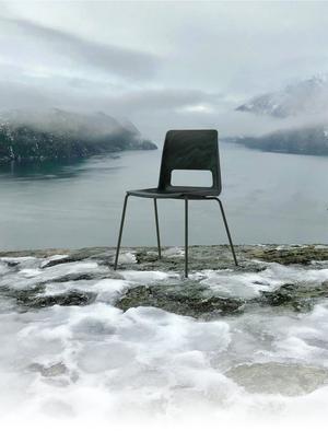 Arkitektkontoret Snøhetta och möbelfirman NCP har gjort en stol av trasiga fiskenät, linor och rep från den norska fiskeindustrin. Bild: Hilde Sletten