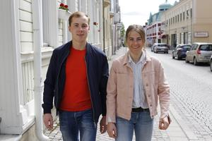 Samtidigt som Ebba flyttade också brorsan Fredrik till Östersund, syskonparet bor dock inte ihop.