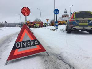 Två bilar har kolliderat vid Stadshuset i Bollnäs.