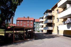 Fastigheten är Sandvikenhus AB:s enda hyreshus vid Hantverkarbacken.
