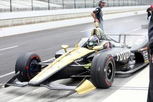 Marcus Ericsson drog ut ur depån och fortsatte köra direkt efter incidenten med muren, och var snabbare än tidigare under dagen.