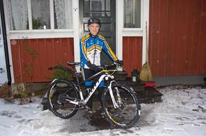 Karin Hedlund säger att hon brinner för cykling. Särskilt gillar hon att köra på steniga, kuperade stiga.