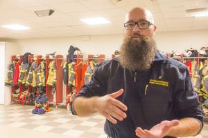 """""""Det är bra tider att bli brandman"""", säger Kamil Oskar Bialas. Många brandmän går i pension just nu."""