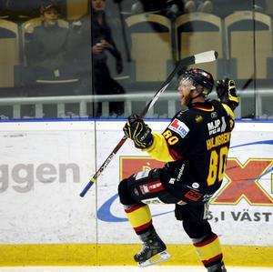 VIK vann den avgörande playoffmatchen hemma mot Växjö den 10 mars 2008 med 4-1 efter bland annat mål av