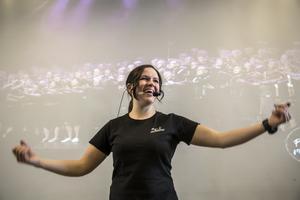 Anna Palmér har varit körledare för Pop & Rockkören i 7 år och älskar det hon gör