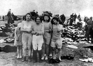 Bilden på de judiska kvinnorna från 1941 i Liepaja, i väntan på döden blev utgångspunkten för det internationella filmprojektet där Högskolan Dalarna medverkar.