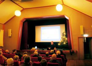 Många ortsbor hade kommit till Folkets hus i Röfors på torsdagskvällen för att diskutera etableringen av avfallshanteringen. Björn Brohmée redogjorde för arbetsgruppens arbete.