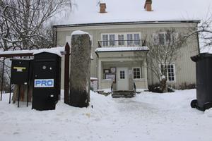 """PRO uppges ha haft verksamhet i huset vid Eriksgatan 17 sedan 1980. Under alla de 39 åren har """"kommunen inte gjort ett dugg"""", enligt PRO-basen."""