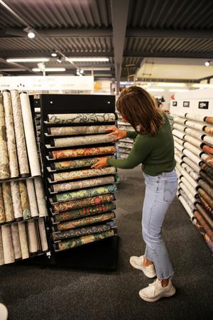 Just nu är det mycket stormönstrade tapeter som gäller. William Morris mönster är populära.