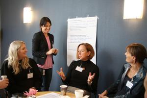 Josefin Ollas,  Anna-Carin Boman Magnusson, Solveig Oscarsson och Ingela Pihl förberedde sina svar, förslag och lösningar som skulle redovisas för de andra grupperna.