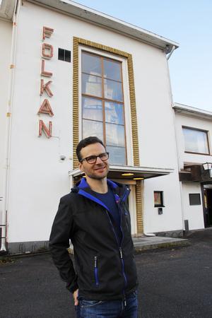 Mångsysslaren Daniel Hallgren kan nu lägger till ytterligare en titel  – Folkets hus-ägare. 2 januari tog han över.