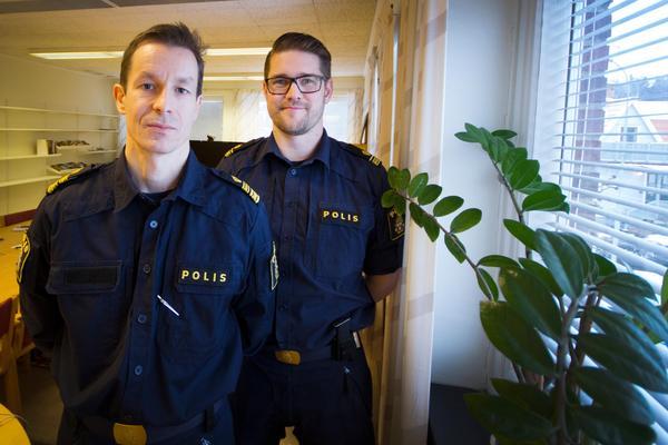 Stefan Johansson, områdeschef, och Tommy Alriksson, operativ samordnare, på lokalpolisområde norra Västmanland berättar att nyårsnatten blev extremt svettig för poliserna i norra länsdelen, en extra styrka från Köping och en hundpatrull kallades in från Västerås. Ändå hann de inte åka ut på alla akuta händelser. Anmälare i Skinnskatteberg fick, enligt uppgift till Fagersta-Posten, höra att polisen inte hade någon patrull att skicka.