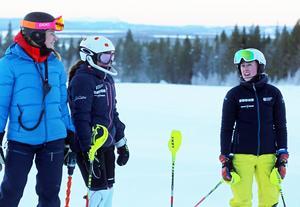 Josefin Karlgren och hennes elever Thea Lund och Julia Nilsson premiärtränade på Björnberget.