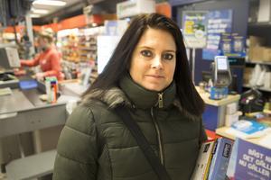 Sophie Pettersson är en av småföretagarna i Ramnäs. Hon flyttade verksamheten hit av ekonomiska skäl, men fann att hon trivdes.