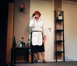 Svea Bylund gör en fantastisk roll som det norska hembiträdet.