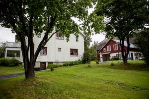 Gården på Aspnäs har anor från 1639 visar historiska dokument. Då hette den Aspnäs 2 och var en av två fastigheter i byn.