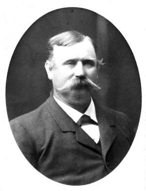 """August Wennman, Joe Hills morbror, dog i förtid 1928. """"När han skulle vara fin, bar han bonjour"""", kommenterade sonen Olle denna bild. Här har han dessutom snofsat till mustaschen."""