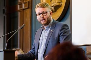 Riksdagspolitikern Viktor Wärnick (M) från Söderhamn lyfter skarvproblematiken i riksdagen.