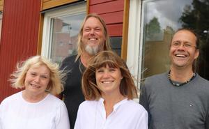 Här är kvartetten som har fått uppdraget att  leda Vivallaskolan:  nya rektorn Lena Sörbö tillsammans med administrative chefen Peter Karlehagen och biträdande rektorerna Elin Käll (båda kvar sedan tidigare) och Anders Carlsson, tidigare rektor på Sveaskolan.