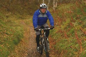 Mountainbike i Funäsdalen erbjuds de mer aktiva semesterfirarna. Här cyklar Mattias Ravald.Foto: Carin Selldén