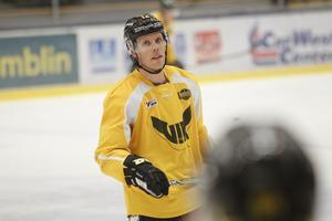 Fredrik Johansson tycker att ispremiären blivit ett bra och roligt sätt att presentera truppen för supportrarna.