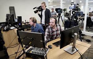 Janne Wrangberth, Jonathan Bryske och Daniel Lindau i tv-studion.