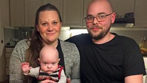 Hugo Runesson är nu hemma i Duvberg tillsammans med sina föräldrar Ulrika Karlsson och Per Runesson.