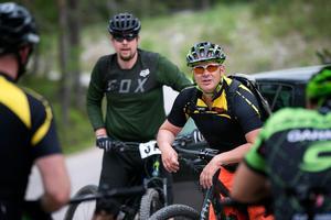 Tommy Olsson sadlade om från att köra endurohoj i skogen till att kasta sig fram längs stigarna på en mountainbike – ett beslut han knappast ångrar idag.