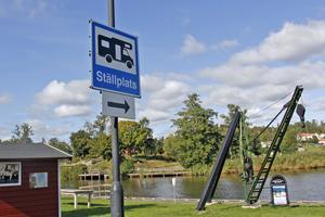 Kommunstyrelsens förvaltning föreslår att ytterligare fyra ställplatser ska ordnas vid gästhamnen.
