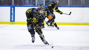 """Klart: Inget Modo för eftertraktade 17-åringen – ansluter till SHL-ettan: """"Uppvaktad av NHL-scouter"""""""