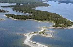 Flygbild över naturreservatet Skatön i Söderhamns skärgård.