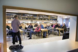 25 personer – företagare och representanter för olika föreningar – samlades på onsdagskvällen för att starta igång arbetet med att bilda en lokal grupp som kan försvara Storviks och Hammarbys intressen. Första steget är en manifestation för att rädda kvar högstadiet.