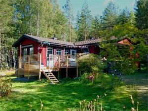 Byggt 1978, 1 567 kvm tomtarea, gäststuga på tomten, cirka 2 mil utanför Falun. Foto: fastighetsbyrån Falun