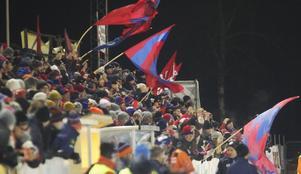 Det blev den rödblå fanan som vajade i topp på Sävstaås när Edsbyn tog revansch och vände på siffrorna 3–5 från hemmaderbyt.