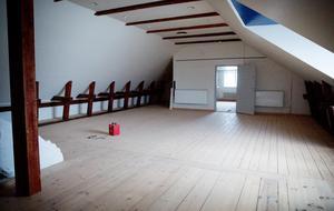 Högst upp i huset finns lokalen som kan husera bröllop, fester, event och vin- eller matprovningar.