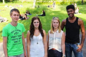 Arrangörerna Alexander Amundrud, Jennifer Pettersson, Josefin Hallström och Lasse Fagernäs är glada över att få arrangera evenemang för ungdomar.