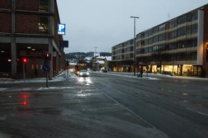 Här på Färjemansgatan har trafikljusen stått och blinkat i dagarna.