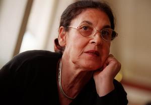 """Eli Cohens hustru Nadia Cohen har en större roll i miniserien """"The spy"""". Här i en intervju från 1999, minns hon sin make som hängdes offentligt i Damaskus i maj 1965. Foto: Ruth Fremson/TT"""