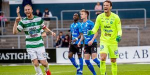 Anton Fagerström jublar tillsammans med Calle Svensson. Blir Fagerström kvar nästa säsong är han återigen given.  Foto: Nicklas Elmrin / Bildbyrån